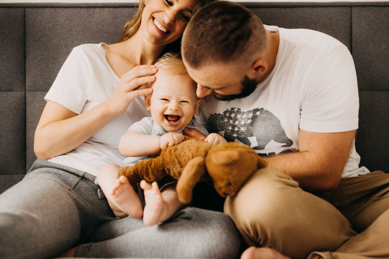 Lucy Grossmann - Domáce rodinné fotky s malým bábätkom